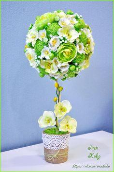 Высота 43 см, диаметр кроны 19 см. Состав: сизаль, искусственные цветы, веточки, ягоды, кружево, бусины, корилус, шпагат.