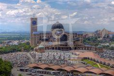 Interior da Basílica de Nossa Senhora Aparecida, também conhecido como Santuário Nacional de Nossa Senhora da Conceição Aparecida, fica localizada na cidade de Aparecida, no interior do Estado de São Paulo. É o segundo maior templo católico do mundo, menor apenas que a Basílica de São Pedro no Vaticano. Foi inaugurada em 4 de julho de 1980.