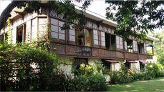 Casa Grande Batangas Filipino Architecture, Philippine Architecture, Christmas Lanterns Diy, Filipino House, Filipino Wedding, Philippines Beaches, Filipiniana, Spanish House, Pinoy