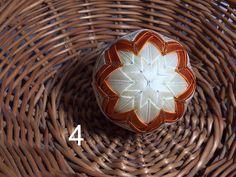 Dekorácie - vianočné patchworkové gule smotanovo-oranžové so zlatým lemom - 7149070_