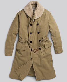The Jeep coat does what is says on the tin.it keeps you warm in a Jeep! Based on the original coat designed in and synonymous with the iconic Willys Jeep. Willys Mb, Military Fashion, Mens Fashion, Military Style, Fashion Brand, Skinny Fashion, Clothing Sites, Tailored Suits, Menswear