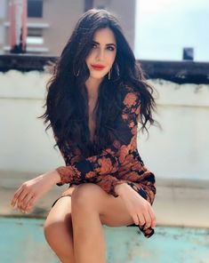 There are certain Bollywood stars who weren't able to complete their education, due to various reasons. Let's take a look at some the less educated Bollywood stars. Picture Of Katrina Kaif, Katrina Kaif Hot Pics, Katrina Kaif Photo, Indian Actress Photos, Indian Bollywood Actress, Indian Film Actress, Indian Actresses, Bollywood Makeup, Bollywood Actress Hot Photos
