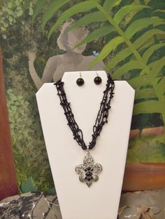 (SALE)Fleur de lis - Necklace   Please visit us on Facebook & click like, Thanks