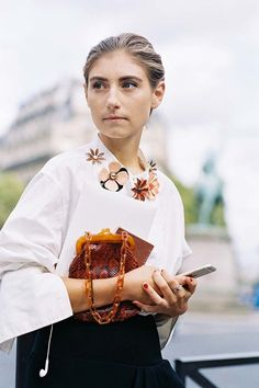 The sublime Ms Walton. Jenny Walton , before Miu Miu, Paris, October Jenny in her fabulous DIY flower embell. Look Street Style, Street Chic, Street Style Women, Summer Fashion Trends, Latest Fashion Trends, Khadra, Aesthetic Grunge Outfit, Aesthetic Clothes, Brooch Corsage