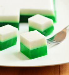 Pandan and Coconut Jelly is a fun dessert made of coconut milk, pandan extract, and agar-agar. With two colorful layers, it's as fun to make as it's to eat! Filipino Dishes, Filipino Desserts, Asian Desserts, Filipino Recipes, Vietnamese Recipes, Filipino Food, Burmese Desserts, Asian Recipes, Asian Snacks