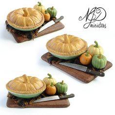 Pumpkin Pie with Miniature Pumpkins - 1:12 scale