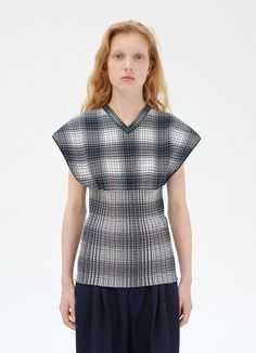Sleeveless checked sweater in light polyester blend Polo Sweater, Knitwear Fashion, Ready To Wear, Lace, Sweaters, How To Wear, Stuff To Buy, Knits, Sweater