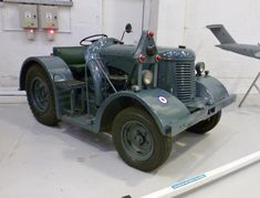 Vintage Tractors, Military Photos, School Photos, Pista, Patent Prints, Water Tank, Old Cars, Military Vehicles, Fork