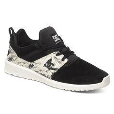 DC Shoes Heathrow SE chaussures sneakers black white print 85,00 € #dc #dcshoes #shoes #chaussures #shoe #chaussure #sneaker #sneakers #basket #skateshoes #footwear #skate #skateboard #skateboarding #streetshop #skateshop @playskateshop