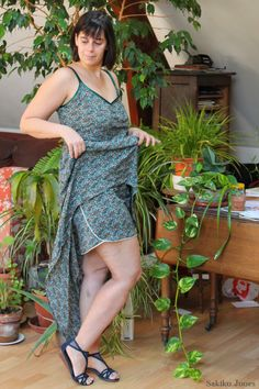 Bonne idée, un short assorti a une robe( ça sert un peu de doublure, ou ça limite les dégâts lorsque la robe s'envole par grand vent )