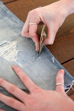 A quick DIY can revamp your wardrobe. Here are the best cut-off short DIY ideas. Sewing Jeans, Diy Shorts, Lace Pants, Cut Off Jeans, Denim And Lace, Diy Arts And Crafts, Diy Crafts, Couture, Recycled Crafts