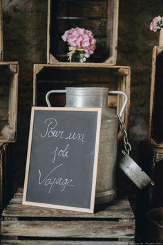 Vous avez prévu de collecter de l'argent au cours de votre réception de mariage ? Faites appel aux dons de vos proches à travers une jolie boîte qui leur donnera d'autant plus envie de vous faire plaisir.