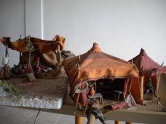 conjunto jaimas 45 e, Fontanini Nativity, Building Furniture, Christmas Crafts, Display Ideas, Human Body, December, Google, Teepees, Christmas Ornaments