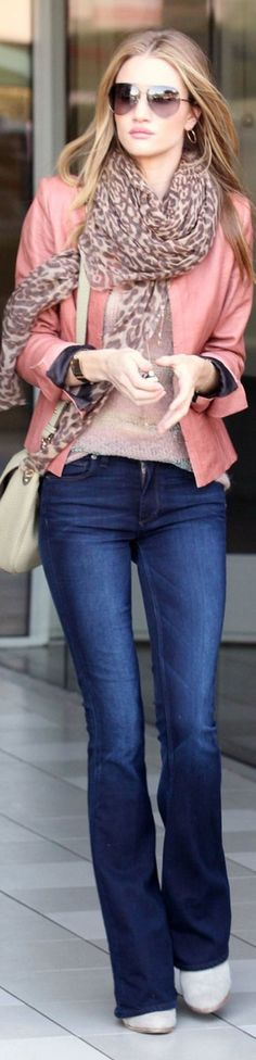 Comfy and stylish winter outfits for work 13