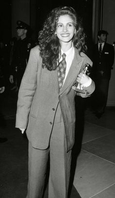 Julia Roberts, Armani suit, Golden Globes, 1990