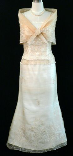 Filipiniana Gown - Barongs R us Filipiniana Wedding, Filipiniana Dress, Wedding Dress Styles, Dream Wedding Dresses, Wedding Gowns, Philippines Dress, Entourage Gowns, Bridal Cover Up, Fashion History