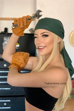 Love this Winry Rockbell cosplay? If this picture make you happy, Remember to follow us @takerlamacosplay for more. Plus Size Cosplay Costumes, Anime Costumes, Cosplay Outfits, Cosplay Ideas, Halloween Cosplay, Halloween Outfits, Female Cosplay, Superhero Cosplay, Mask Online