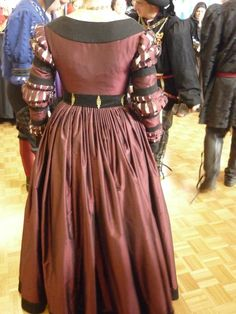 German garb, from the blog Garb-related-chaos