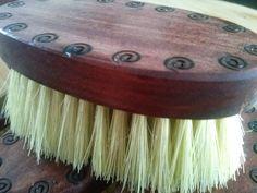 Cepillo para barba, de madera hecho a mano con cerdas de lechuguilla.