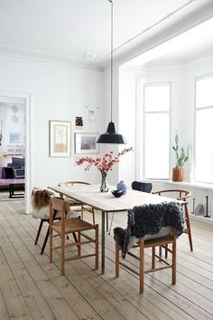 Charming Minimalist Dining Room Design with American Style Ideas - Decorate Your Home Scandinavian Home Interiors, Room Design, Interior, Home, Minimalist Dining Room, Scandinavian Home, My Scandinavian Home, Dining Room Decor, Scandinavian Dining Room