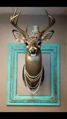 Decorated deer mount girly pearls tiara ranchy- for the babe cave, just need the pretty frame Deer Head Decor, Deer Mount Decor, Flur Design, Design Design, Deer Mounts, Babe Cave, Deer Skulls, Longhorn Skulls, Faux Taxidermy