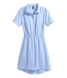 Blue/narrow striped. Short dress in woven cotton fabric with a collar, buttons at top, and short sleeves with sewn cuffs. Yoke at back with pleat, open