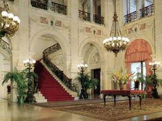 Breakers Mansion interior boast the finest Itaalian and African marbles.