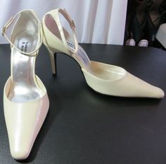 """VALLEY LANE"" SIZE 8 OFF WHITE LEATHER PUMPS SHOES - PLEASE SEE ALL PICTURES #VALLEYLANE #PumpsClassics"