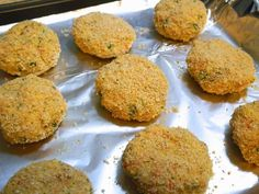 Oven Baked Tuna Cakes with Left Over Mashed Potatoes Tuna Cakes, Salmon Cakes, Crab Cakes, Canned Tuna Recipes, Fish Recipes, Meal Recipes, Healthy Recipes, Baked Mashed Potatoes, Leftover Mashed Potatoes