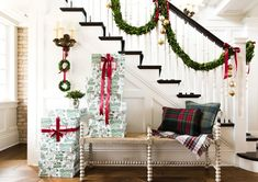 Christmas Foyer Decorating Ideas Really beautiful Christmas Foyer Decorating Ideas #ChristmasFoyerDecoratingIdeas House Tour on Home Bunch Blog today