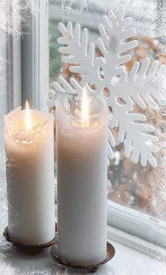 everyday a different color, beautiful gifs, soft goth, nature. Noel Christmas, Christmas Candles, Merry Christmas And Happy New Year, White Christmas, Vintage Christmas, Christmas Decorations, Candle Lanterns, Pillar Candles, Candels