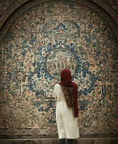 Iranian Beauty, Iranian Art, Iran Girls, Persian Architecture, Persian Girls, Iran Travel, Girls Dp Stylish, Hand Photography, Islamic Patterns