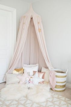 There is something so whimsical and fun about canopies in kids' rooms. As a child, they can find a little space, curl up and daydream or readi