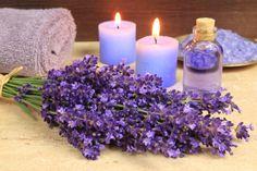 Lees hoe aromatische oliën inwerken op emotie, genot en motivatie evenals het emotionele geheugen.Binnen de aromatherapie kent lavendel vele toepassingen. Het heeft o.a. een kalmerend effect en je slaapt 's nachts beter door voor het slapen gaan 1 à 2 druppels op je kussen te doen. Ook spanning, depressie en stress kunnen goed behandeld worden met lavendelolie. www.touchtherapy.nl