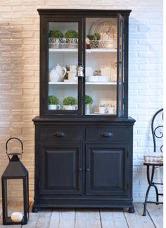 Le nuove vetrine e credenze Luxe Lodge disponibili in 3 varianti nero, grigio chiaro e scuro solo su myHOMEchic