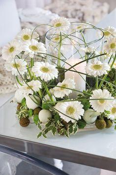 Wonderful white gerbera bouquet in a glass vase #whitegerberas #inspiration #colouredbygerbera #dutchgerbera