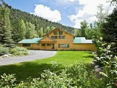 Relax & Enjoy! Magnificent Florida River & Mountain Views at this Stunning Cabin