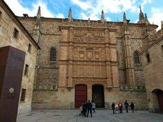 La famosa fachada de la Universidad de Salamanca la más antigua de España