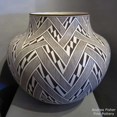 Native American Baskets, Native American Pottery, Native American Art, Navajo Pottery, Pueblo Pottery, Pottery Painting, Pottery Vase, Ceramic Pottery, Vases