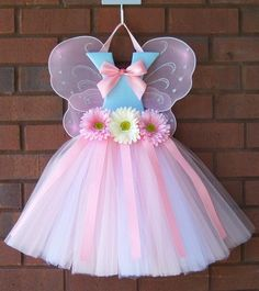 Hairbow holder Inspiration, fairy winged tutu bowholders with beautiful designs and butterfly wings Tutu Bow Holders, Headband Holders, Diy Hair Bow Holder, Bow Hanger, Fairy Hair, Diy Hair Bows, Ribbon Bows, Ribbon Flower, Ribbon Hair