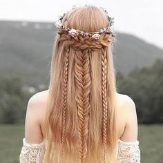 Bohemian hairstyles are worth mastering because they are creative, pretty and so wild. Plus, boho hairstyles do not require much time and effort to do. See more fabulous boho hairstyles. Bohemian Hairstyles, Pretty Hairstyles, Braided Hairstyles, Wedding Hairstyles, Hairstyle Ideas, Fairy Hairstyles, Fantasy Hairstyles, Updo Hairstyle, Braided Updo