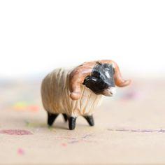 Le Shaggy Sheep Totem | leanimale