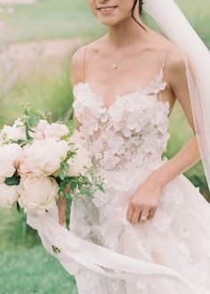 Tendance Robe du mariage Perfect Blush and Blue Pastel Wedding at Catalina View Gardens Stunning Wedding Dresses, Princess Wedding Dresses, Dream Wedding Dresses, Wedding Dress Styles, Wedding Gowns, Bridal Gown, Wedding Hair, Bridal Hair, Diy Wedding