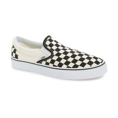 Men's Vans Classic Slip-On (440 SEK) ❤ liked on Polyvore featuring men's fashion, men's shoes, men's sneakers, mens shoes, mens slipon shoes, mens sneakers, mens canvas boat shoes and mens canvas slip on sneakers