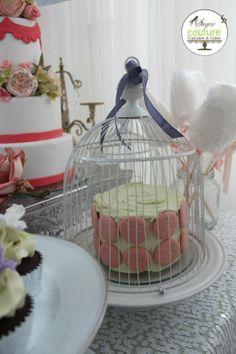 Nuestra Jaula decorando un hermoso queque de Sugar Couture!