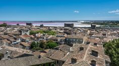 The village of Aigues-Mortes with in the background the salins du midi. Le Village, Paris Skyline, France, Sunset, How To Plan, Mansions, House Styles, Travel, Viajes