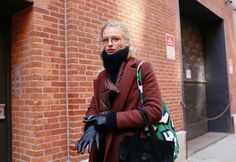 Model Frederikke Sofie Shows How to Look Cool While Staying Warm Daily Street Style, Nyfw Street Style, Model Street Style, Cool Street Fashion, Street Style Looks, Women Smoking, Models Off Duty, Style Snaps, Looks Cool