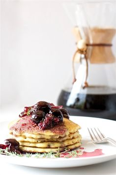 Cornmeal Cakes With Cherry Compote: Nobody can turn away pancakes for breakfast. Especially pancakes with fresh summer cherries. Crepes, Brunch Recipes, Breakfast Recipes, Pancake Recipes, Cherry Compote, Pancakes And Waffles, Cornmeal Pancakes, What's For Breakfast, Vegan Breakfast