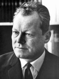 Permitir una injusticia significa abrir el camino a todas las que siguen. | Willy Brandt | Citas y frases célebres | Sabidurias.com