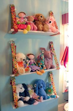 Great portable idea for stuffed animal storage! - Great portable idea for stuffed animal storage! Best Picture For luxury bedroom For Your Taste Yo - Doll Storage, Kids Storage, Storage Ideas, Hanging Storage, Diy Hanging, Hanging Shelves, Vertical Storage, Stuffed Animal Storage, Stuffed Animals